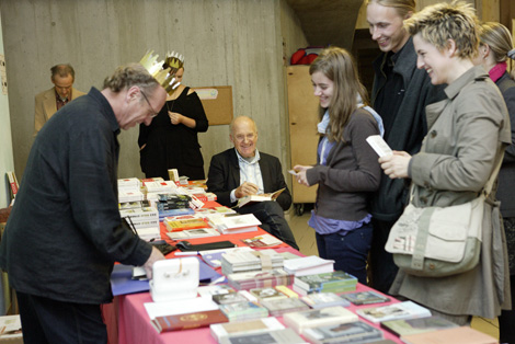 Rainer Rappmann Buchstand, mit Götz Wernerr